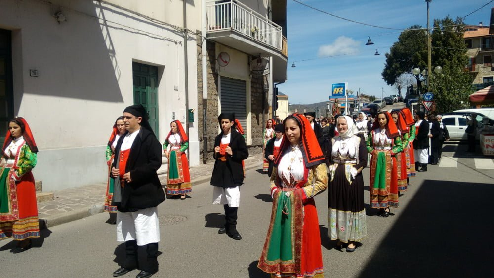 PROCESSIONE IN COSTUME SARDO SANT'ANTIOCRU GAVOI